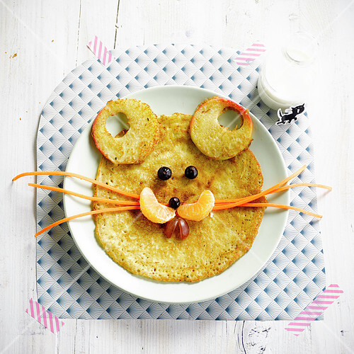 Mouse facepancake and fresh fruit