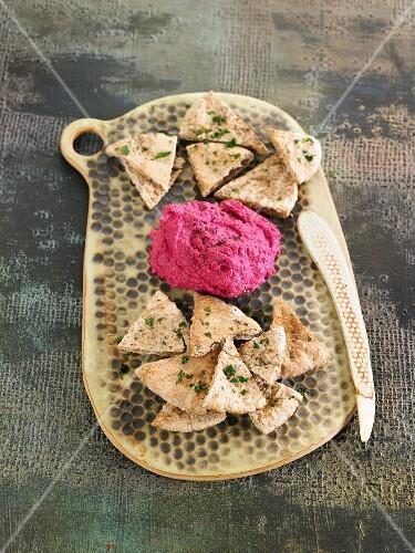Beetroot hummus and pita bread