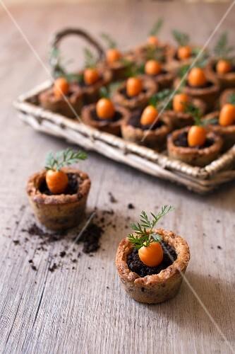Carrot cake flowerpots
