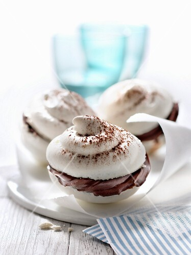 Meringues with chocolate ganache