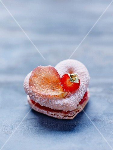 A heart-shaped macaroon
