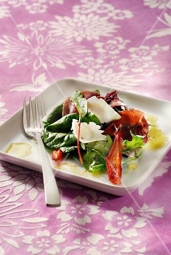 Baby spinach,parmesan,raw ham,tomato and dried pepper salad