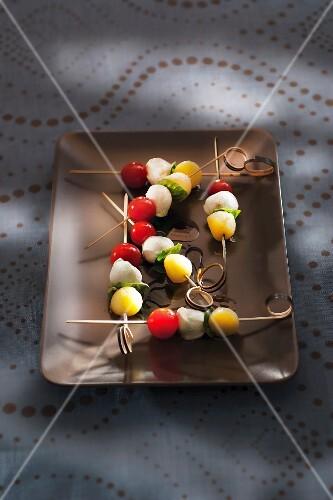 Potato, mozzarella and tomato ball brochettes with basil