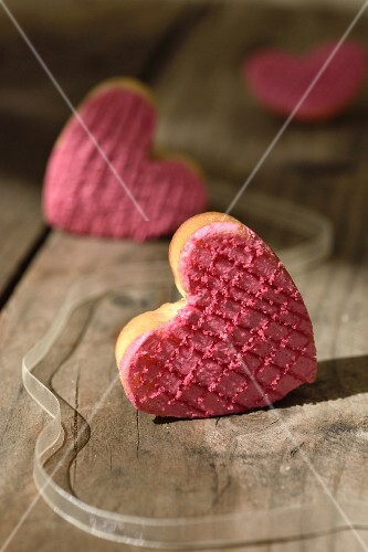 Heart-shaped cakes with strawberry cream