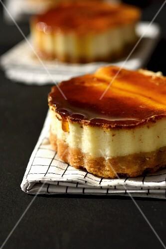 Caramel cream-style cheesecake