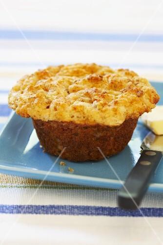 pikantes k se wurst muffin auf blauem bilder kaufen 682818 stockfood. Black Bedroom Furniture Sets. Home Design Ideas