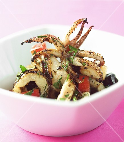 Calamari alla griglia (grilled squid with tomatoes)