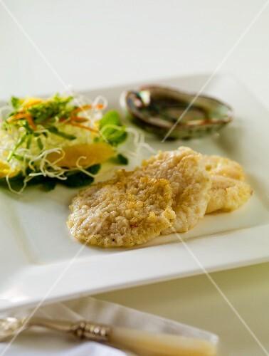 Abalonen mit Salatbeilage