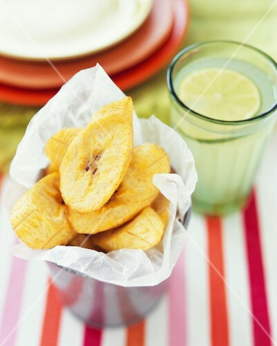 Banana chips and a glass of limeade